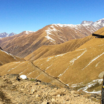 Around Kazbegi - e-bike tour to Gudamakari pass